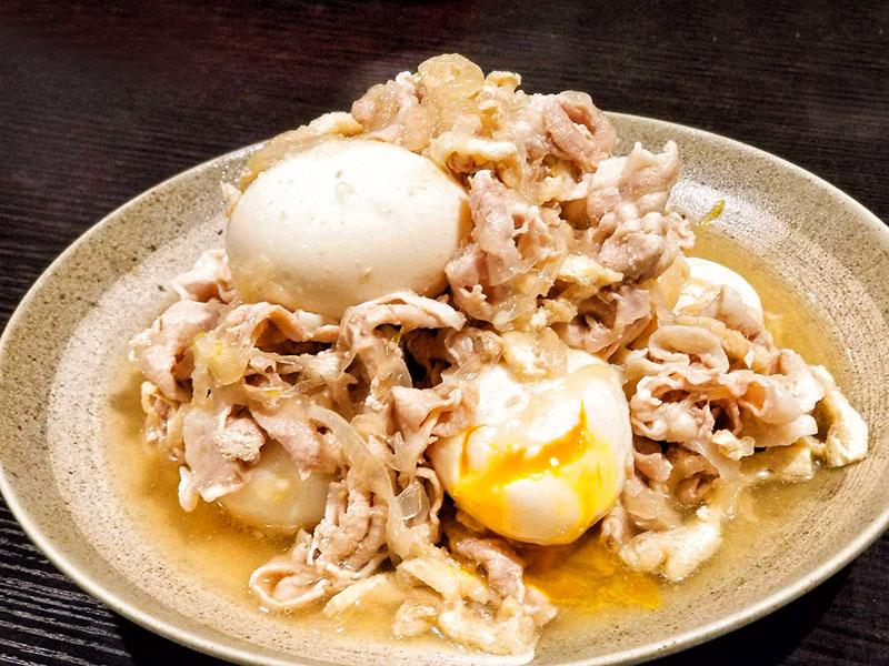 【今日の職人飯】豚と半熟玉子を甘辛く旨煮にした豚玉