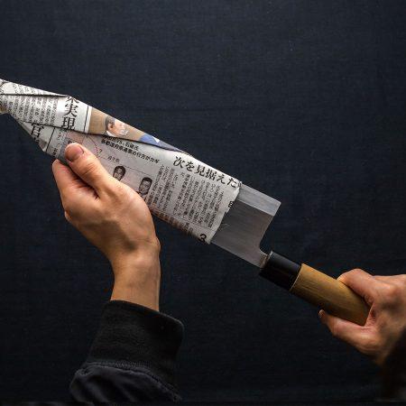 新聞紙で作る紙の包丁ケース